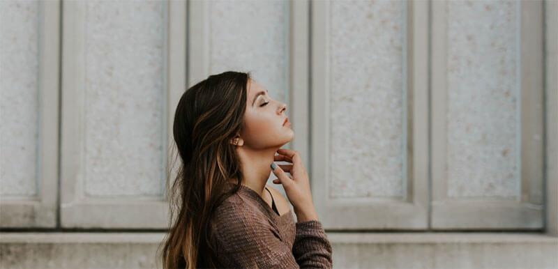 頬・顎下の脂肪吸引で首を細長く見せることは可能